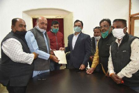 MLA Rohani hands over memo to Commr, JMC Administrator