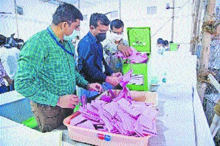 Amravati Division Teachers' Constituency polls: Sena's Shrikant Deshpande trailing