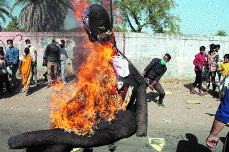 Gas survivors take out march, burn effigy of Dow Chemical in Bhopal