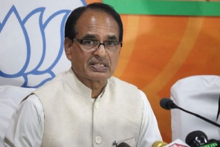 CM Chouhan transfers Rs 100 crore into accounts of five lakh farmers