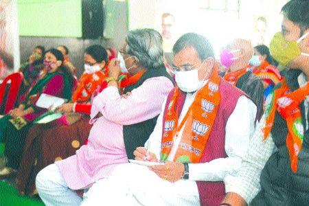 Congress is provoking farmers on farm laws: Sharma