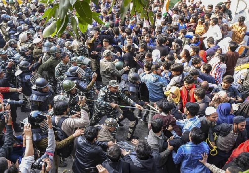 Jamia protesters scuffle