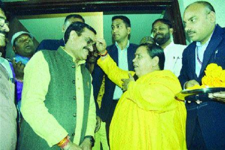 Uma Bharti blesses new BJP State President V D Sharma