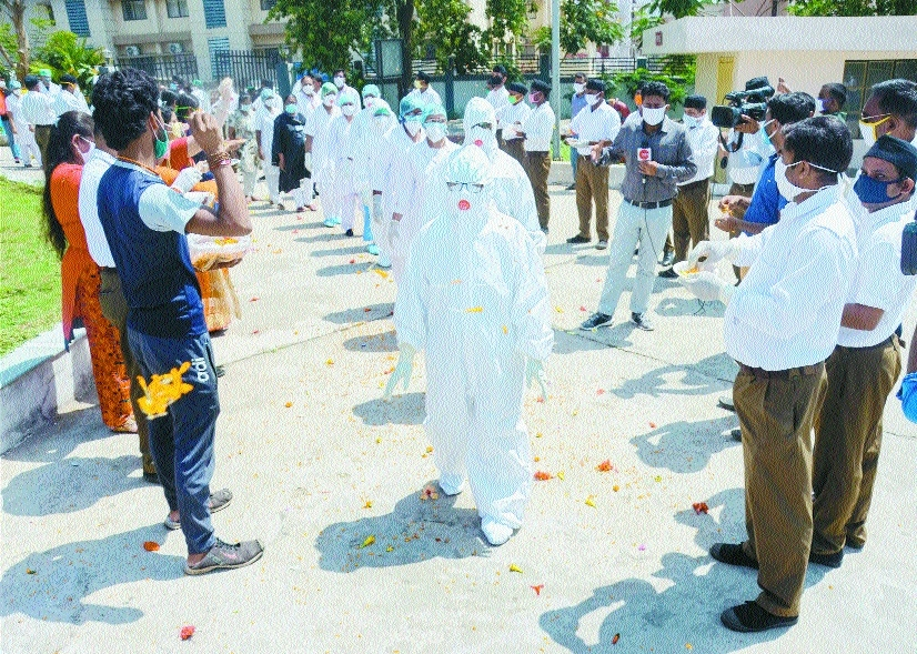 RSS workers shower flower