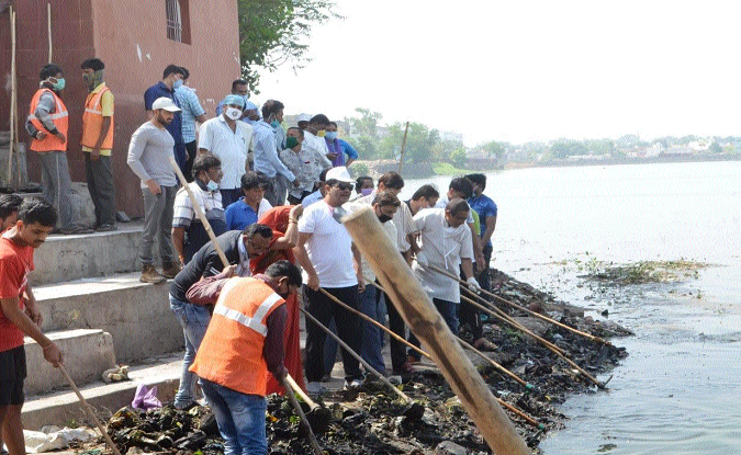 Cleaning of water bodies