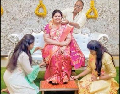 K'taka man installs life-size statue of late wife at new house