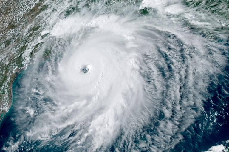 6 killed as hurricane Lau