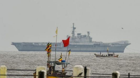 'Viraat' sets sail for Gujarat, to be dismantled and sold as scrap