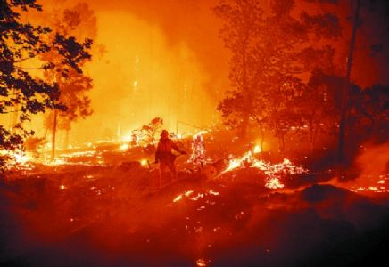 California burns, over 1.72 lakh living in dark as lights go out