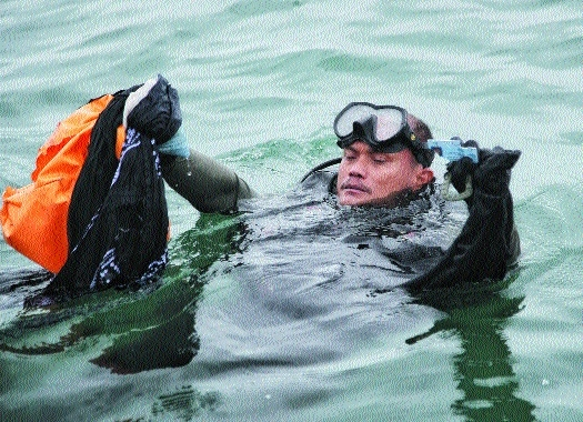 Indonesian Navy diver _1&