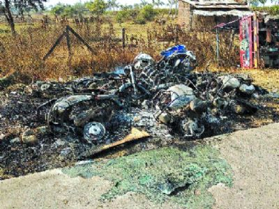 Women set afire motorcycles of liquor smugglers