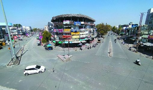 With markets, hotels closed, city wears almost a deserted look