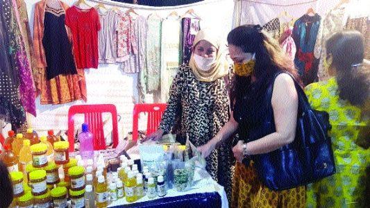 'Pari Bazar' fun fair at Kamla Park exhibiting work of women artisans
