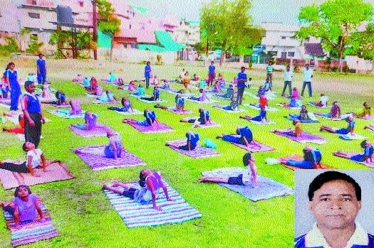 Young yoga players_1
