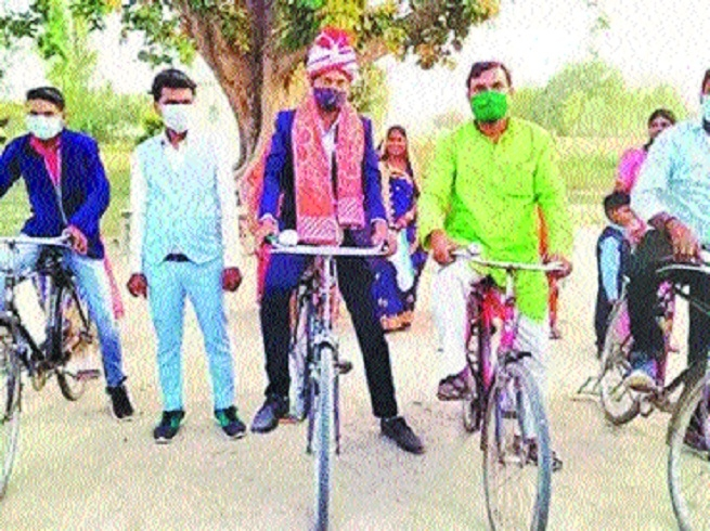 Groom in UP cycles _1&nbs