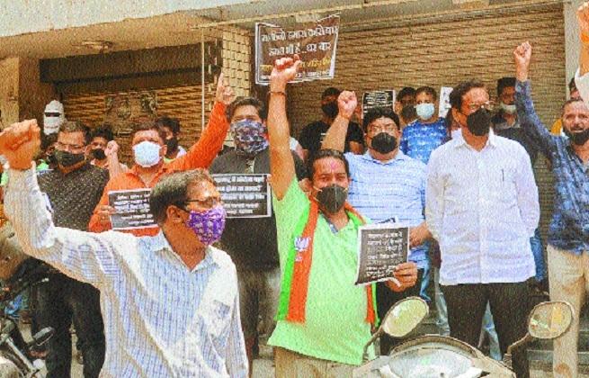 Traders raising slogans a