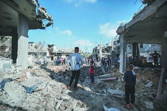 Palestinians flee as Isra