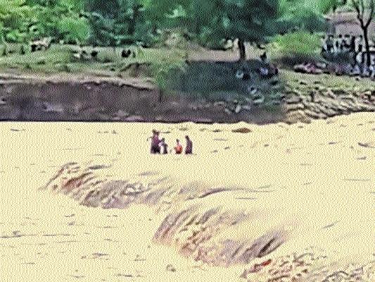 four children stuck_1&nb