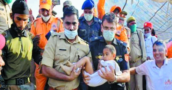 NDRF team with a child_1&
