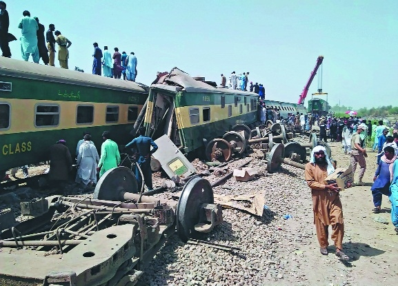 50 killed in Pak trains_1