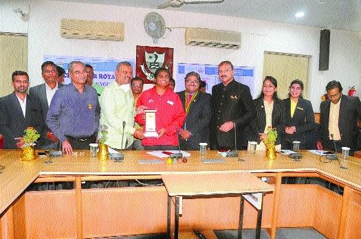 Mayor honours Alfiya_1&nb