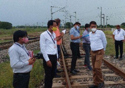 PCCM Mathur, DCM Vishwaranjan inspect Satna, Rewa areas